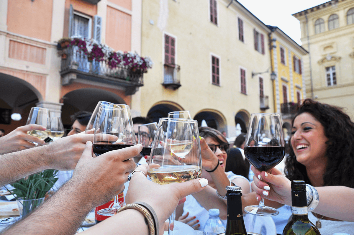 white dinner fashion dupes biella cena in bianco vino