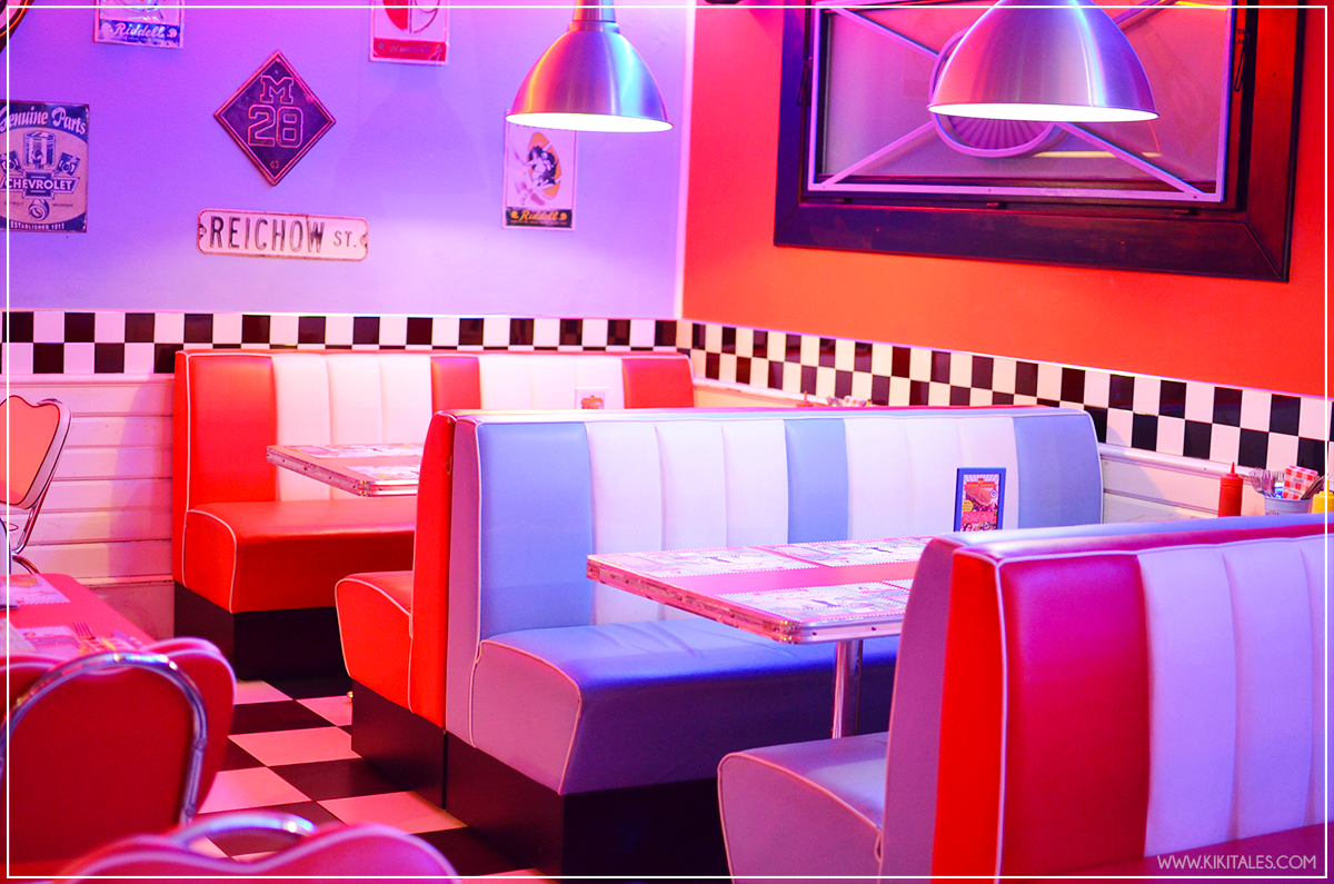 forte-dei-marmi-kiki-tales-blog-federica-colombo-smartbox-experience-ford-on-the-road-1950-american-diner-interno