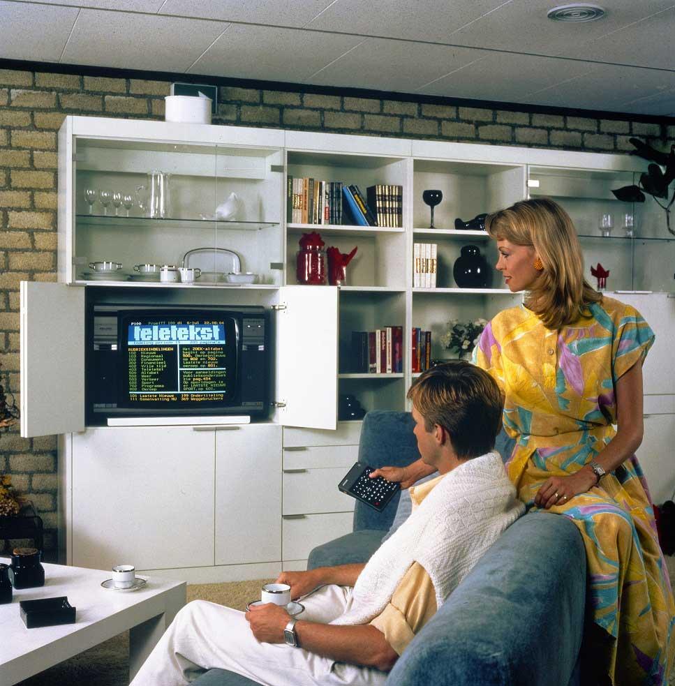 evoluzione del design della televisione, dai mobili alle pareti del salotto