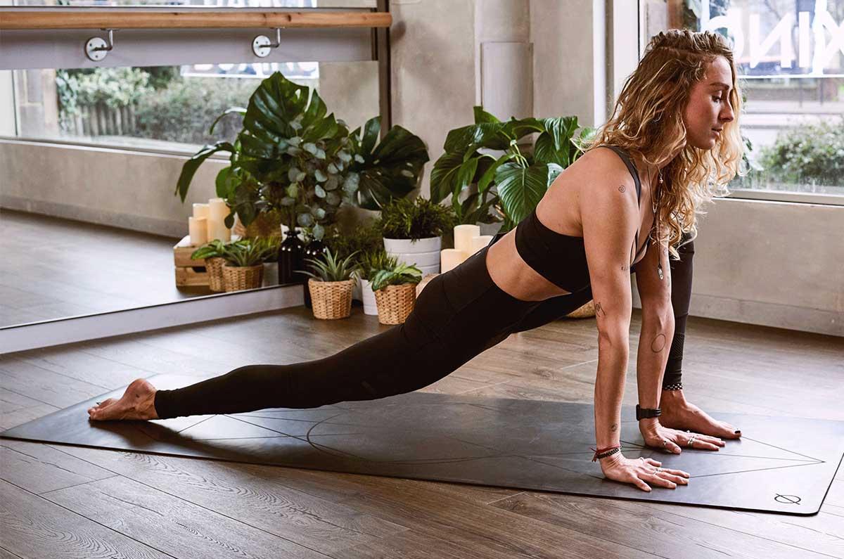 Se non avete un tappetino da yoga potete utilizzare due asciugamani