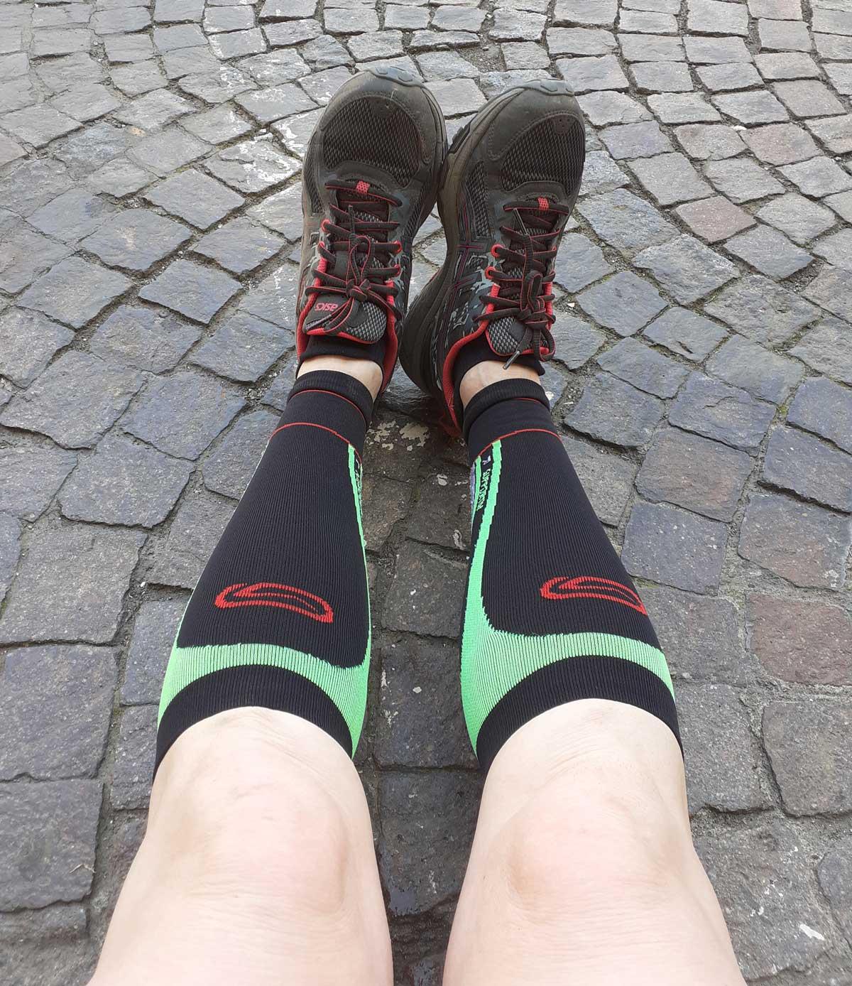 tra gli accessori per correre i gambali per proteggere i polpacci
