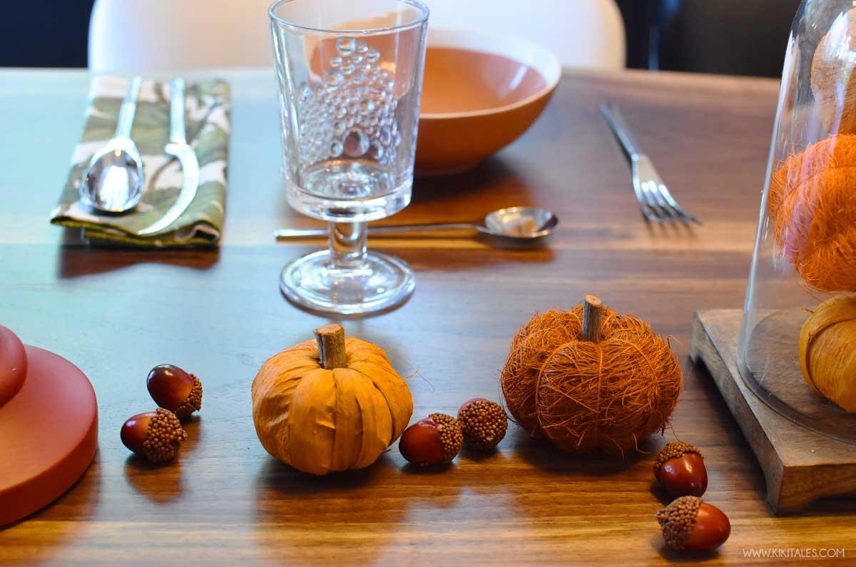Come decorare a tavola per Halloween con ghiande e zucche